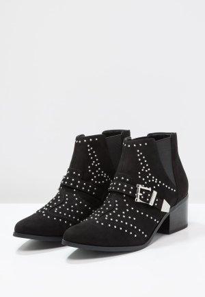 Miss Selfridge Ankle/Biker Boots mit Nieten
