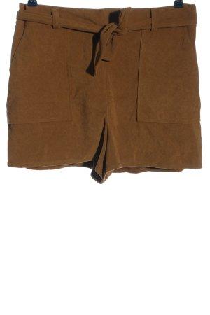 Miss Selfridge Pantalón corto marrón look casual