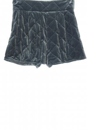 Missguided High-Waist-Shorts turquoise quilting pattern casual look
