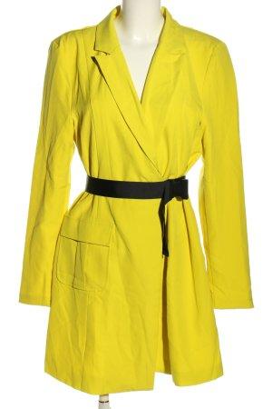 Missguided Gabardina tipo vestido amarillo pálido-negro look casual