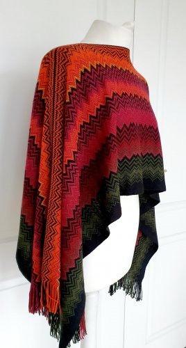 Missoni Schal Tuch Poncho Wolle Umhang Fransen Bunt schwarz orange rot Muster