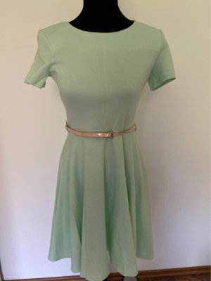 Mitfarbenes Kleid