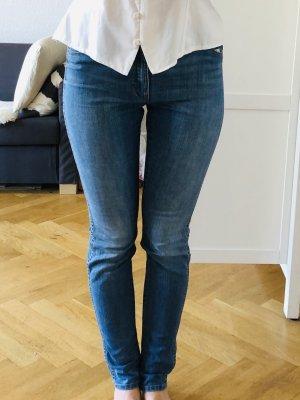 Mittelblaue Wrangler Jeans