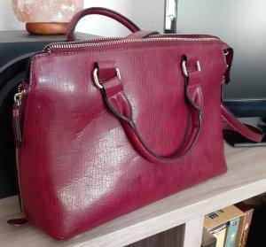 Mittelgroße Handtasche in Lederoptik