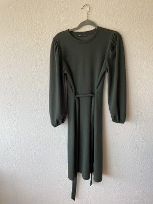 Mittellanges grünes Zara Kleid