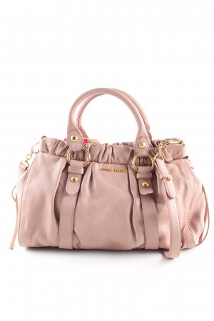 Miu Miu Bolso barrel rosa look casual