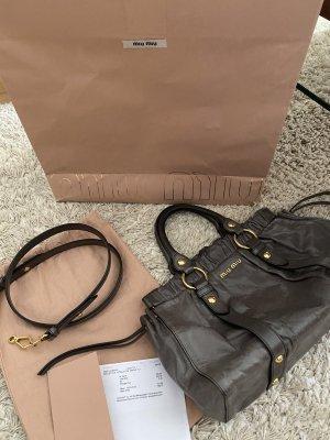 Miu Miu Vitello Lux Bauletto Bag mit Original-Staubbeutel & Rechnung, NP 950,-€