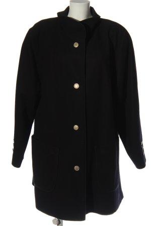 modell keil münchen Abrigo largo negro look casual