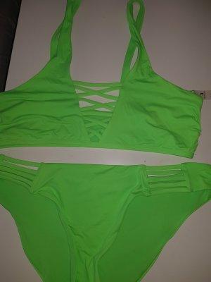 Moderne Bikinis in schwarz und neongrün