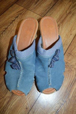 Moderne Jeans-Clogs mit Absatz in Gummioptik Gr.40 Rieker