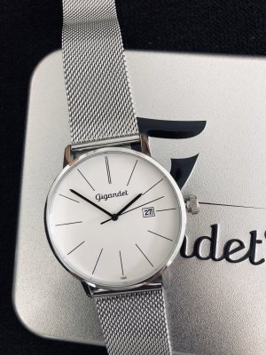 Montre avec bracelet métallique argenté-blanc