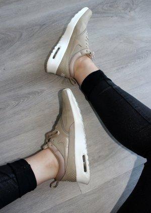 • Moderne Nike Sneaker