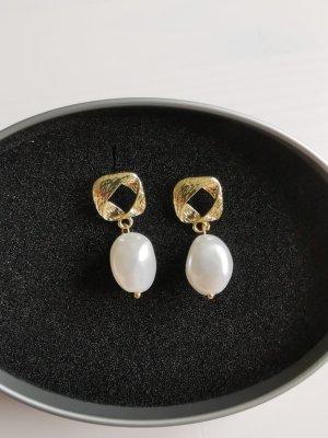 Kolczyk z perłą biały-złoto Metal