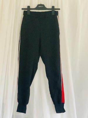 Moderne schlichte Hose im Joggerstil mit Seitenstreifen