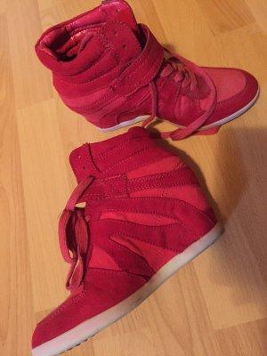 Moderner Keilabsatz Schuh