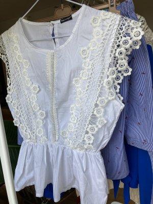 Moderner Romantik Bluse mit schöner Spitze.