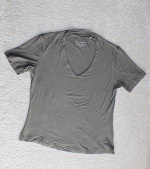 Modernes T-Shirt in oliv