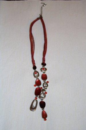 Modeschmuck Halskette mit roten und silbernen Elementen