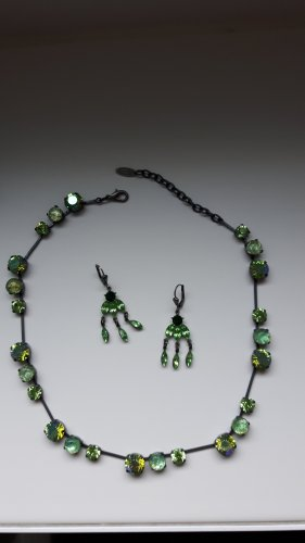 Collana verde scuro-verde prato