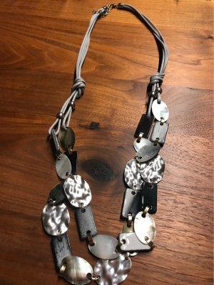 Modeschmuckkette mit Perlmutt & Silberblättchen