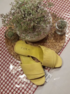 Modische PANTOLETTEN in gelb, Gr. 40 *NEU*