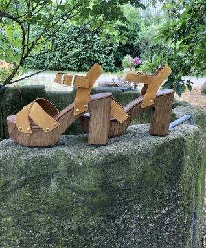 Modische Schuhe für den Sommer