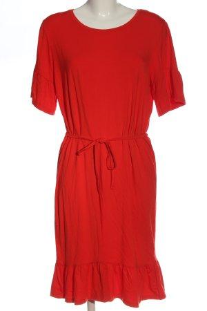 Modström Vestido de manga corta rojo look casual