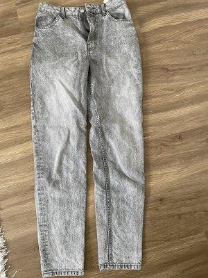 mom jeans grau