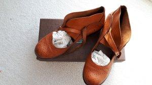 Moma Patucos con cordones marrón