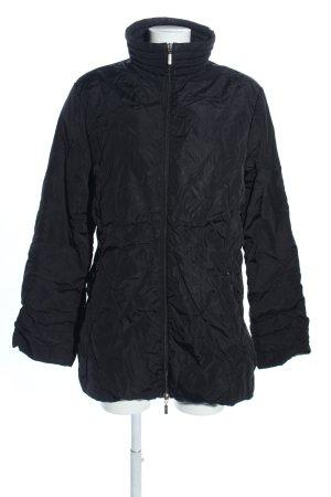 Moncler Abrigo de plumón negro look casual
