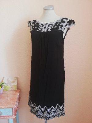 Monsoon Kleid Spitze schwarz weiß Gr. UK 12 EUR 40 D 38 S M Kurzarmkleid Hängerchen knielang gothic metal Lolita