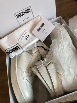 Moschino High Top Sneaker mit Metallschriftzug