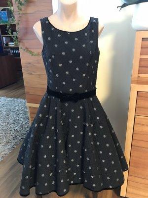 Mothwurf Kleid