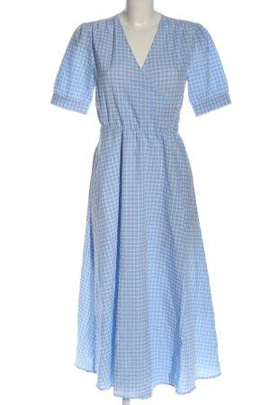 Mrs & HUGS Wickelkleid blau-weiß Allover-Druck Casual-Look