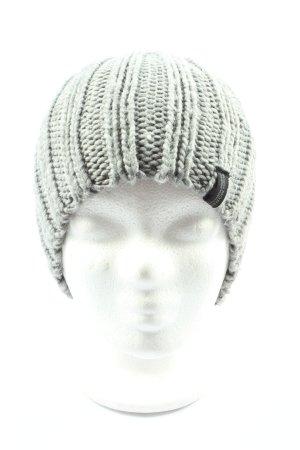 much more Chapeau en tricot gris clair torsades style décontracté