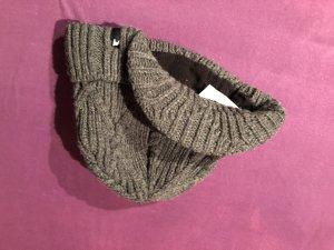 Cappello in tessuto argento-grigio chiaro