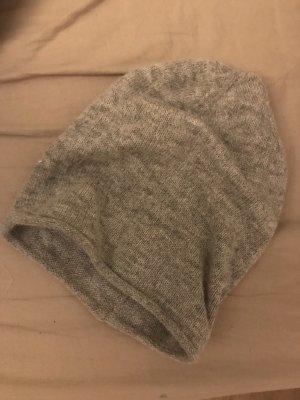 Gina Tricot Cappello in tessuto grigio chiaro