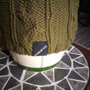 Chapeau en tricot vert olive