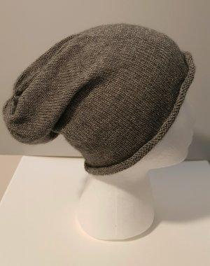Cappello in pelliccia grigio