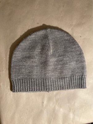 Cappello in tessuto grigio chiaro