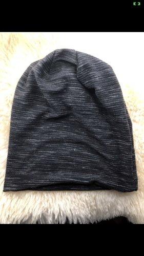Sombrero de tela gris oscuro