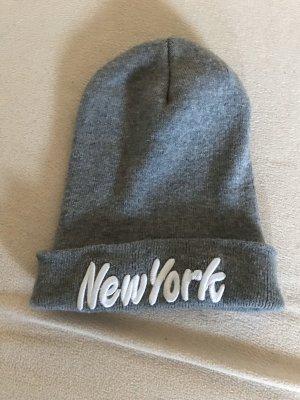 Cappello in tessuto grigio-bianco