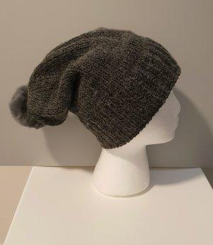 Chapeau en fourrure gris foncé