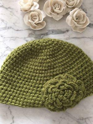 Bonnet en crochet vert olive