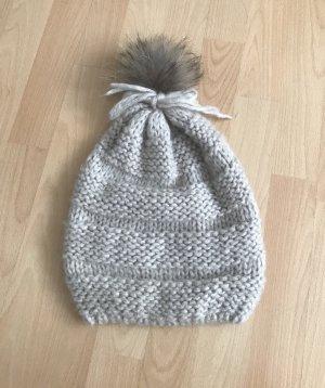 Mütze mit echt Fell Bommel