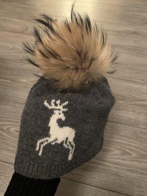 Mütze mit Fellquaste