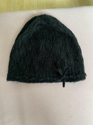 Mütze mit kleiner Schleife seitlich