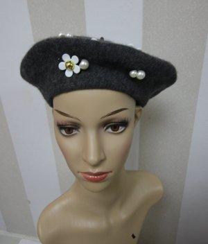 Mütze mit Perlen Blumen Design