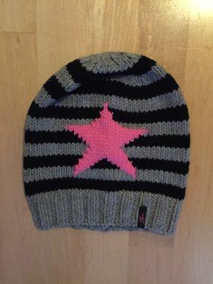 Mütze mit pinkem Stern