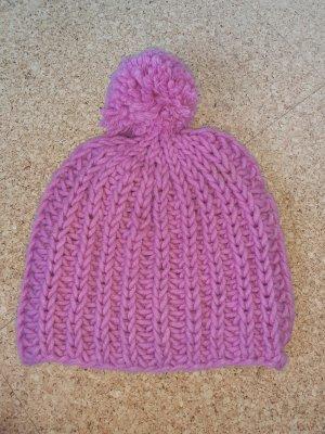 Cappello a maglia rosa chiaro